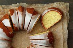 Σπιτικό κέικ λεμονιού και ελαιόλαδο με υπέροχη υφή Camembert Cheese, Muffin, Dairy, Food And Drink, Bread, Breakfast, Bundt Cakes, Gastronomia, Morning Coffee