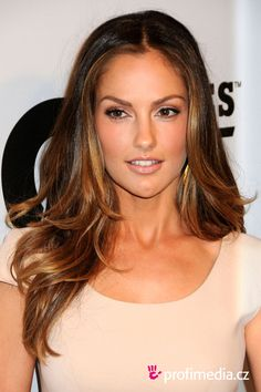 minka kelly at DuckDuckGo Minka Kelly Hair, Minka Kelly Makeup, Brunette Actresses, Girl With Brown Hair, Brunette Hair, Great Hair, Most Beautiful Faces, Balayage Hair, Hair Looks