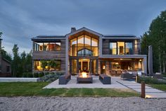 Breathtaking traditionally styled mountain home in Jackson H.- Breathtaking traditionally styled mountain home in Jackson Hole featured posts image for Open and airy home in Utah nestled on peaceful lakeside setting - Casas The Sims 4, Modern Mountain Home, Small Modern Home, House Fan, Luxury Homes Dream Houses, Dream House Exterior, House Exterior Design, Modern House Design, Contemporary Design