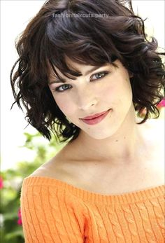 Beautiful Hairstyles for Oval Faces Women's – Fave HairStyles Short Hairstyles For Oval Face and Curly With Bangs http://www.fashionhaircuts.party/2017/05/17/beautiful-hairstyles-for-oval-faces-womens-fave-hairstyles-2/