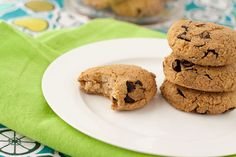 Oil-free Protein Cookies. Main ingredients: cooked chickpeas, almond butter, protein powder, egg or flax egg, vanilla extract, chocolate chips.