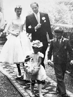 Audrey Hepburns Brautkleid. Es war ihr zweites Brautkleid, aber ihre erste Hochzeit. Was mit ihrem ersten Brautkleid passierte, lest ihr hier