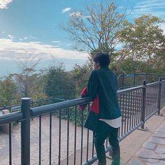るなさんはInstagramを利用しています:「. 彼氏感強し。 紅葉デートとかいいなぁ┌(┌゚Д゚)┐アッー!? . #中村倫也 #中村倫也にだいぶやられてます #中村倫也好きな人と繋がりたい #中村倫也中毒 #おしゃれイズム #高尾山 #紅葉デート」 Ryo Yoshizawa, Boyfriend Material, Deck, Wattpad, Japan, Entertaining, Actors, Instagram, Travel