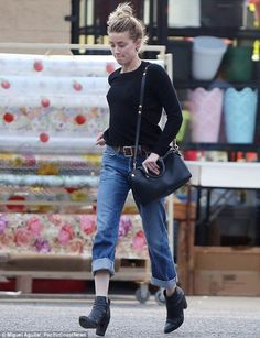 Amber Heard shops at 99 cents store after finalising Depp divorce #dailymail