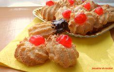 deliziosi pasticcini di pasta di mandorle in preparazione per il natale http://blog.giallozafferano.it/cuinalory/pasticcini-di-pasta-di-mandorle/ #sweet #paste #mandorle #passioneincucina #gialloblogs #teatime #natale