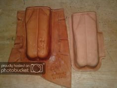 In this post, I'll try my best to show you the entire step by step of making a leather pouch. Hopefully this will serve as a ve. Leather Tooling, Cow Leather, Leather Projects, Leather Crafts, Leather Tool Pouches, Leather Pieces, Kydex, Leather Accessories, Hand Sewing