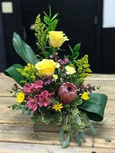 Easter Flower Arrangements, Creative Flower Arrangements, Vase Arrangements, Beautiful Flower Arrangements, Flower Centerpieces, Flower Decorations, Deco Floral, Arte Floral, Beautiful Flowers Pictures