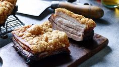 Pork+crackling+is+perhaps+one+of+life's+greatest+pleasures.+This+method+uses+the+moisture-extracting+qualities+of+salt+to+achieve+a+supremely+crisp+crust.