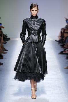 Ermanno Scervino Frühjahr 2019 Ready-to-Wear-Kollektion – Vogue - Mode 2019 Trend Fashion, Fashion 2018, Runway Fashion, Spring Fashion, Autumn Fashion, Fashion Dresses, Fashion Fashion, Fashion Tips, Black Women Fashion