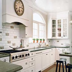 Google Image Result for http://kitchens-cabinet.info/wp-content/uploads/2011/09/kitchens-with-white-cabinets.jpg