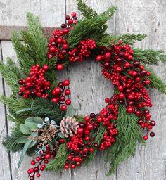 """Wianki świąteczne to nasz """"konik"""". Kochamy je od początku istnienia sklepu - były naszym wyróżnikiem, gdy zaczynałyśmy budować markę www.t... Christmas Time, Christmas Crafts, Christmas Decorations, Xmas, Holiday Decor, Decor Crafts, Home Decor, Holiday Wreaths, Party Gifts"""