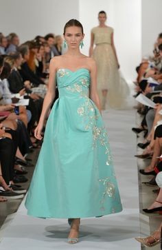 New York Fugshion Week: Oscar de la Renta Oscar De La Renta - Runway - Mercedes-Benz Fashion Week Spring 2014 – Go Fug Yourself THIS IS PAINFULLY PRETTY.