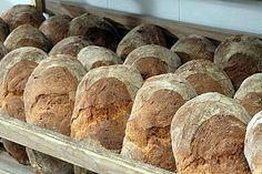 Bollos de pan de Cea en una panadería. | pandecea.org
