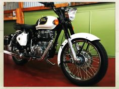 Royal Enfield Classic 350 in Ash White. Retro style.