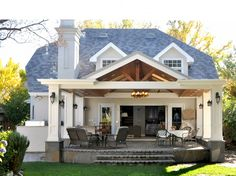 Outdoor Family Room | Young and Borlik Architects, Inc.