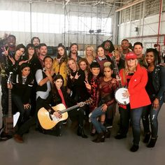 On Set of Pitch Perfect 3 Pitch Perfect 3 Movie, Cast Of Pitch Perfect, Anna Kendrick Pitch Perfect, Pitch Perfect Outfits, The Hit Girls, Pitch Pefect, Anna Camp, Skylar Astin, Teen Pictures