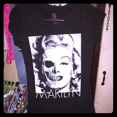 Black Marilyn Monroe shirt Unique Marilyn Monroe shirt worn a time or 2 but no signs of use Tops Tees - Short Sleeve