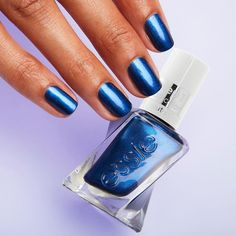"""essie su Instagram: """"nothing like a #frontpageworthy long wearing mani to close out the weekend 💙try on this #gelcouture shade and more on essie.com!"""""""