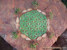 Flower of Life Mandala Art Medium: ~~buckeye leaf, dried leaf, spiky tree balls, willow shoots on a clay earth rock canvas~~ Flower Of Life Tattoo, Seed Of Life, Dry Leaf, Arts Ed, Autumn Art, Circle Of Life, Life Tattoos, Mandala Art, Mandalas
