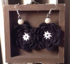 Crochet earrings- Crochet Petal earrings- Everyday earrings- Gift earrings wife- Flower earrings-Pearl earrings- - Womens' earrings by TheSpinningJennyShop on Etsy
