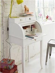 gro artiger kleiner arbeitsplatz der s e sekret r hat. Black Bedroom Furniture Sets. Home Design Ideas