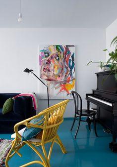Muusikko Iisa Pajula toteutti haaveensa – nyt kotia komistaa uima-allaslattia! - Deko Accent Chairs, Living Room, Furniture, Home Decor, Deco, Upholstered Chairs, Decoration Home, Room Decor, Home Living Room