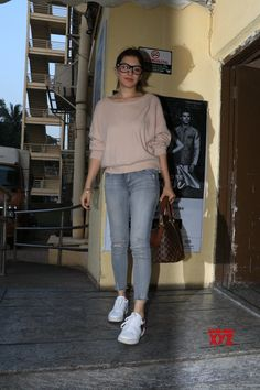 Mumbai: Hansika Motwani seen at Juhu - Social News XYZ Casual Chic Outfits, Casual College Outfits, Modern Outfits, Trendy Outfits, Casual Wear, Western Outfits, Western Wear, Girls Fashion Clothes, Fashion Outfits