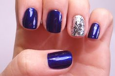 Dark blue nails with silver accent
