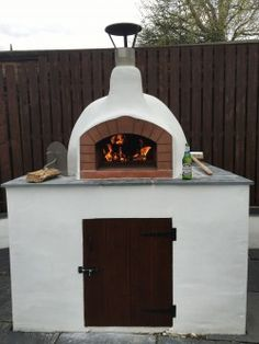 We've got a very helpful blog post for you today Stone Bakers! Take a look at our How to make a block work stand with a tiled top step-by-step guide. Take a look at it in our blog section on our website (link in bio) #thestonebakeovencompany #thestonebakeovenco #woodfired #ovens #fire #blockwork #stand #guide #howto #build