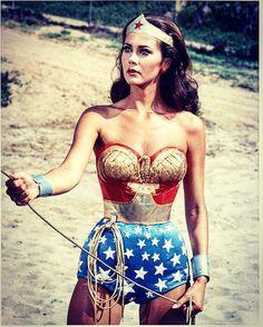 La Mujer Maravilla (Wonder Woman )  Que gran serie, muchos recuerdos y momentos vividos frente a la tv. En homenaje a todas esas mujeres que tienen una Wonder Woman en su interior !! #seriesmiticas #seriesdeculto #series #seriestv #seriesquemolan #seriesvintage #wonderwoman #mujermaravilla