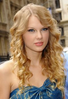 curly+hair | Taylor Swift looks great in this long curly hairstyle.