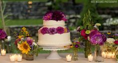 Cake with gerber daisies