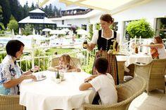 http://www.interalpen.com/familienurlaub.de.htm  Im Interalpen Hotel Tyrol kann man zum einen viele spaßige Programme miterleben und zum anderen kann man als Familie abwechslungsreiche Freizeitaktivitäten erleben.