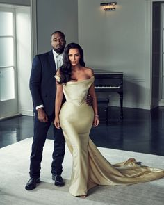 Kim Kardashian Wears Vintage Wedding Dress For Diddy's Birthday Party Robert Kardashian, Khloe Kardashian, Kardashian Kollection, Kim Kardashian Wedding Kanye, Kim Kardashian Magazine, Kardashian Dresses, Kardashian Fashion, Kris Jenner, Vestidos