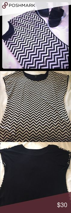 🆕ESPRESSO | Black & White Chevron Blouse Chevron Blouse in black and white, back is solid black. NWOT. Never worn. From the Italian clothing line Espresso. Cool & comfortable. Top is versatile with jeans, leggings, or your favorite LBS (little black skirt 😘). Size XL. Self: 100% Polyester | Contrast: 95% Rayon | 5% Spandex. 🚫trades. 🚫offline transactions. Reasonable offers considered; please be respectful. 🛍Bundles encouraged & discounted•10% off 3+ items. Thank you☺️ Espresso Tops…