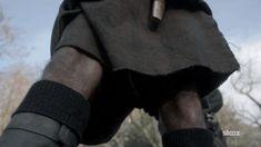 Outlander une série Starz, avec Sam Heughan et Caitriona Balfe_kilt_Céline Online