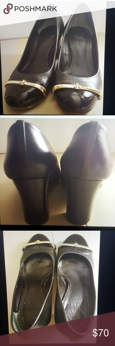 Tory burch pacey black pumps size 9 Tory burch pacey pumps heels Black leather Patent cap toe Size 9 M 3 inch heel  Made in brazil Gold hardware on one shoe is broken, light scuff marks See photos Tory Burch Shoes Heels