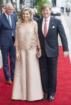 King Willem-Alexander and Queen Máxima attended the annual National Liberation concert, Dress Natan Mom Dress, Dress Up, Hijab Fashion, Fashion Dresses, Filipiniana Dress, Evening Dresses, Formal Dresses, Queen Maxima, Blouse Designs