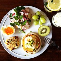 Todays breakfast. Sauteed Apple English muffin with Ice cream, Pistachio and Maple syrup, Lemon Soda イングリッシュマフィンに焼いたりんご、アイスクリーム、ピスタチオ、メープルシロップのせ。イタリアンパセリは家で元気に育ってるもの。しっかりビール飲んできた次の日の朝、レモンソーダがおいしい! - @keiyamazaki- #webstagram