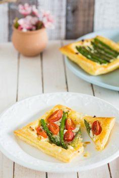 Lekker snel bladerdeeg hapje met boursin en asperges, ideaal voor een paas brunch!
