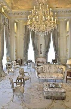 Beautiful Interiors, Beautiful Homes, Classic Decor, Casa Mix, Decoration Entree, Regal Design, French Decor, Luxury Living, Architecture