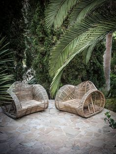 Palms, wicker & natural stone accents