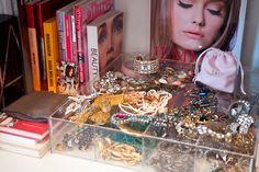 Vic Ceridono conta sua trajetória de blogueira a editora de beleza // 24-05-2013 // Notícias // FFW Fashion Forward