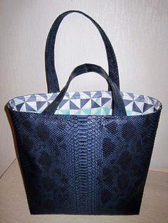 Crochet bags purses 677017756456999625 - Sac Dragon Source by Herbag Hermes, Bagdad, Crochet Handbags, Crochet Bags, Vanessa Bruno, Hermes Handbags, Cloth Bags, Tote Purse, Purses And Bags