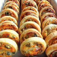 Ślimaczki z oliwkami, kaparami i serem