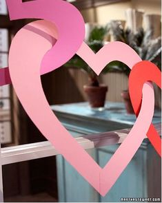 Valentine Day Construction Paper Heart Garland from Martha Stewart . Easy Valentine's Ideas for Kids (or the Crafting Clueless) Valentines Day Hearts, Valentine Day Love, Valentine Day Crafts, Holiday Crafts, Holiday Fun, Holiday Decor, Holiday Parties, Kids Valentines, Christmas Decor