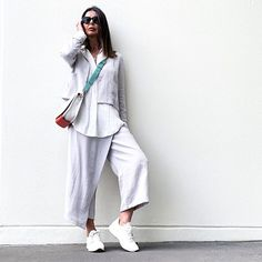 As minimal chic as I can go. Day of errands, spotlight to change a cushion, visit friends and kids, a little browsing and home. Needed to… Minimal Chic, Spotlight, Duster Coat, Cushion, Normcore, Change, Friends, Pants, Kids