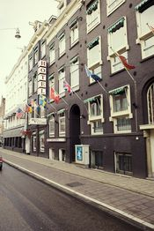 Hotel Europa 92 Amsterdam  Description: Nabij het Leidseplein aan de 1e Constantijn Huygensstraat ligt Hotel Europa 92. Het hotel bevindt zich op loopafstand van de P.C. Hooftstraat; de meest exclusieve winkelstraat van Amsterdam. Het hotel ligt op steenworp afstand van het Vondelpark en de Paulus Potterstraat en de drie beroemde musea: het Van Goghmuseum Stedelijk Museum en het Rijksmuseum. De locatie van hotel Europa'92 is perfect voor een gezellig weekendje Amsterdam: op slechts 4 minuten…