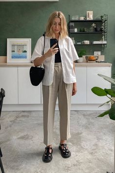 Mode Outfits, Fashion Outfits, Fashion Trends, Woman Outfits, Club Outfits, Runway Fashion, Fashion Tips, Pantalon Slouchy, Looks Style