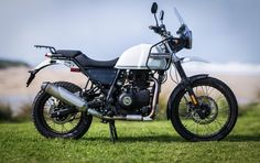 2017 Royal Enfield Himalayan: distinctive looks, if not particularly handsome Norton Cafe Racer, Triumph Cafe Racer, Enfield Bike, Enfield Motorcycle, Retro Motorcycle, Motorcycle Style, Himalayan Royal Enfield, Bike India, Royal Enfield Wallpapers